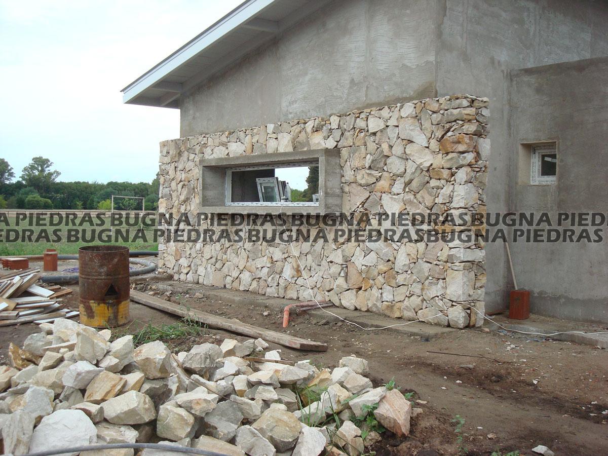 Bugna piedras for Frentes de casas con piedras